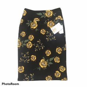 "Lularoe ""Cassie"" floral straight pencil skirt. XS"